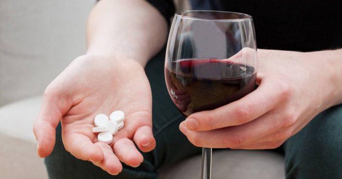 запрещено совмещать тиберал с алкоголем
