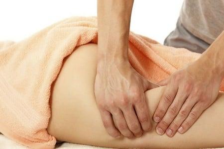 Массаж ноги с сильным давлением