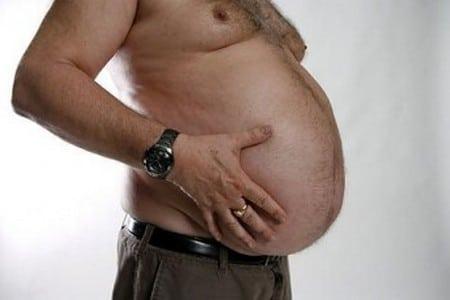 Живот мужчины с лишним весом