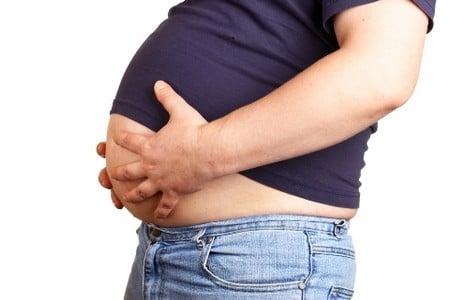 Живот мужчины с ожирением