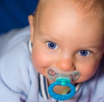 Вздутие живота у новорожденных: что делать