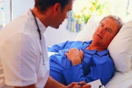 врач возле мужчины