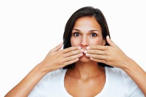Что означает горечь во рту по утрам и как от нее избавиться