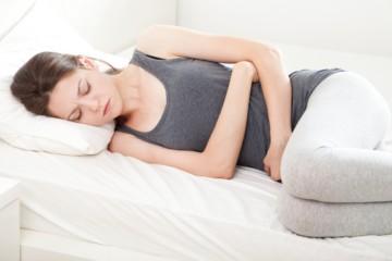 Острая боль в животе: что делать?