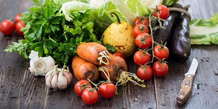 грязные овощи и фрукты