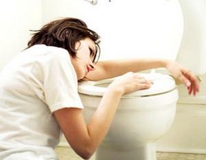 Как вызвать рвоту в домашних условиях: проверенные способы