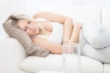 Болит живот и понос: что делать?